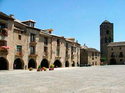 TURISMO VERDE HUESCA. Plaza Mayor de Ainsa